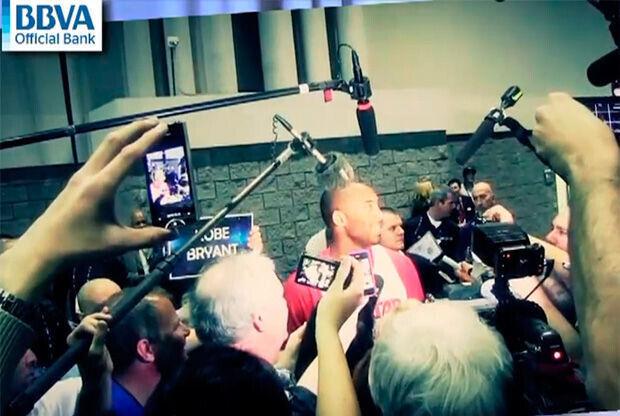 Kobe Bryant atiende a la prensa en Orlando