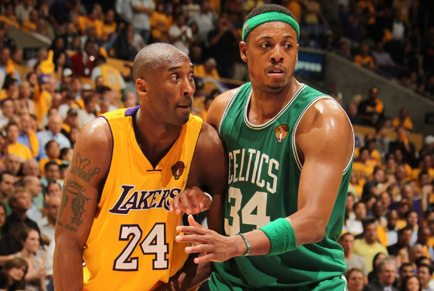 Kobe Bryant y Paul Pierce./ Getty Images