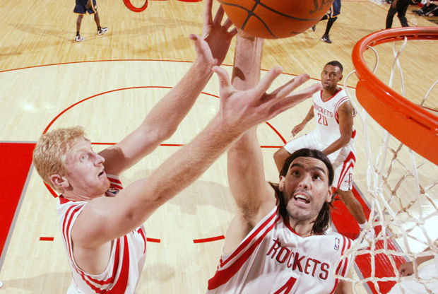Luis Scola y Chase Budinger./ Getty Images