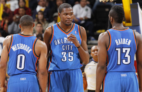 Kevin Durant #35, Russell Westbrook #0 y James Harden #13./ Getty Images