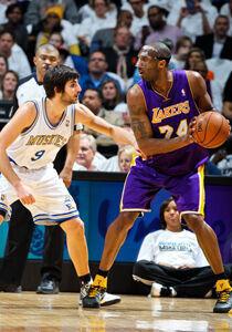 Kobe Bryant y Ricky Rubio./ Getty Images