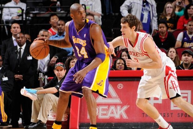 Kobe Bryant y Goran Dragic./ Getty Images