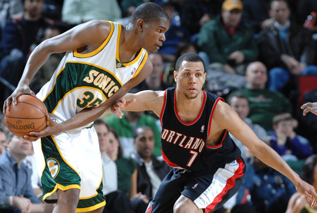 Portland Trail Blazers vs. Seattle SuperSonics - Brandon Roy y Kevin Durant./ Getty Images