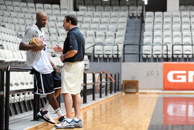 Mike Krzyzewski y Lamar Odom./ Getty Images