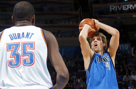 Dirk Nowitzki y Kevin Durant./ Getty Images