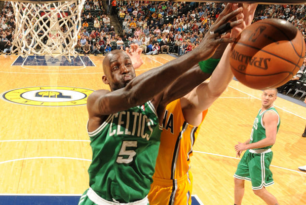 Kevin Garnett #5 (Boston Celtics) vs.  Indiana Pacers./ Getty Images