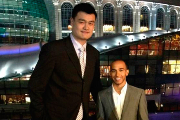 Yao Ming y Lewis Hamilton