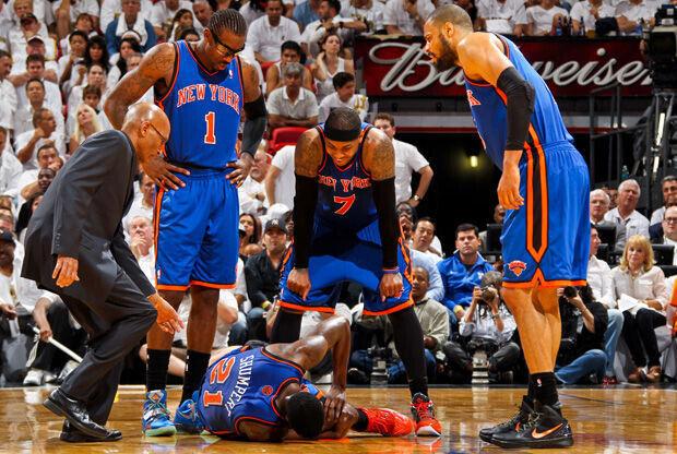 Iman Shumpert, en el parqué tras la lesión en Miami./ Getty