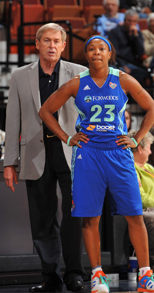 John Whisenant y Cappie Pondexter./ Getty Images
