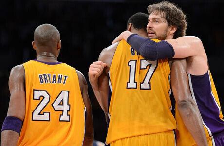 Pau Gasol, Andrew Bynum y Kobe Bryant./ Getty Images