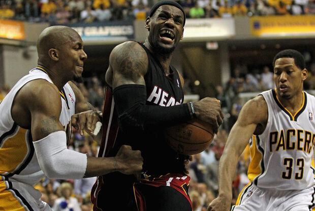 LeBron James, David West y Danny Granger./ Getty Images