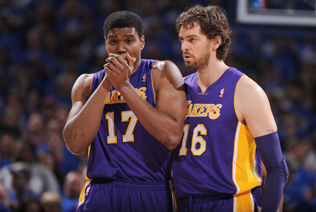 Andrew Bynum y Pau Gasol./ Getty Images