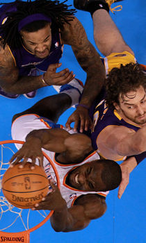 Serge Ibaka, Jordan Hill y Pau Gasol./ Getty Images