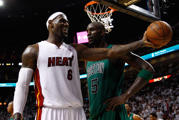 Kevin Garnett y LeBron James./ Getty Images