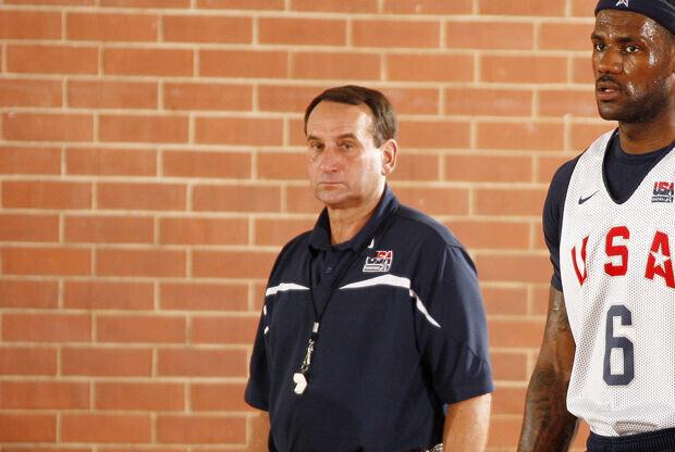 Mike Krzyzewski y LeBron James./ Getty Images
