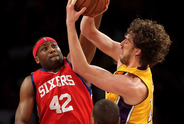 Pau Gasol y Elton Brand./ Getty Images