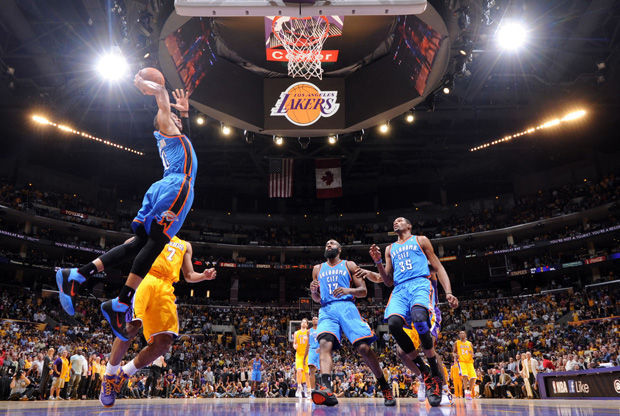 Espectacular mate de Russell Westbrook./ Getty