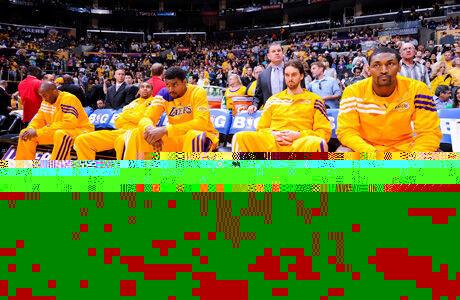 Pau y sus compañeros de los Lakers./ Getty