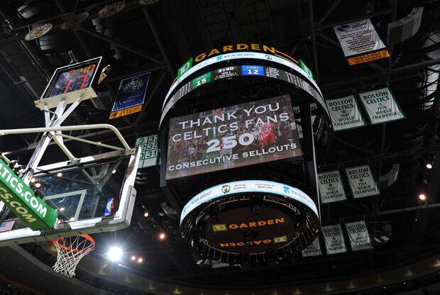 El jumbotron del TD Garden da las gracias a los fans./ Getty