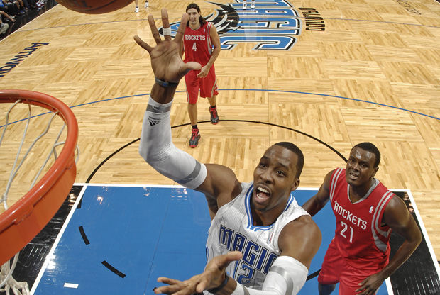 Dwight Howard, Samuel Dalembert y Luis Scola./ Getty Images