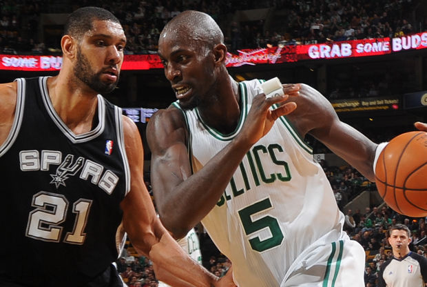 Kevin Garnett y Tim Duncan. / Getty Images