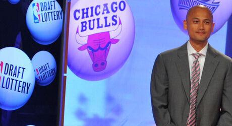 Rich Cho en el Draft Lottery, representando a Charlotte Bobcats./ Getty Images