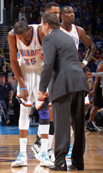 Kevin Durant y Scott Brooks./ Getty Images