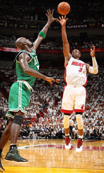 Dwyane Wade y Kevin Garnett./ Getty Images