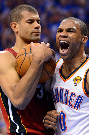 Russell Westbrook y Shane Battier./ Getty Images