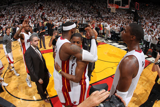 LeBron James y Mario Chalmers./ Getty Images