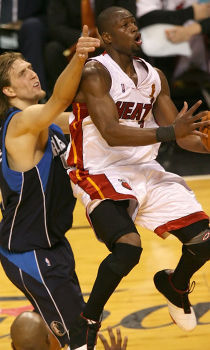 Dwyane Wade y Dirk Nowitzki./ Getty Images