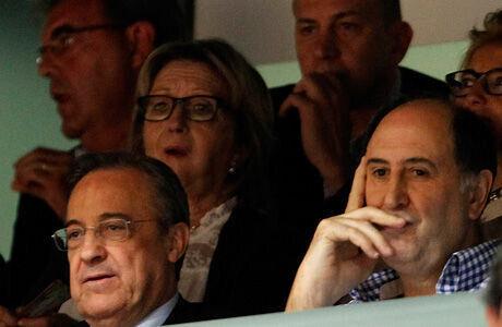 Florentino Pérez y Joseán Querejeta, en primer plano, más atrás, Alberto Herreros y Juan Carlos Sánchez./ ACBPHOTO - ANGEL MARTINEZ