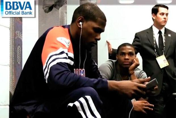 Kevin Durant y Russell Westbrook, en el vestuario de los Thunder