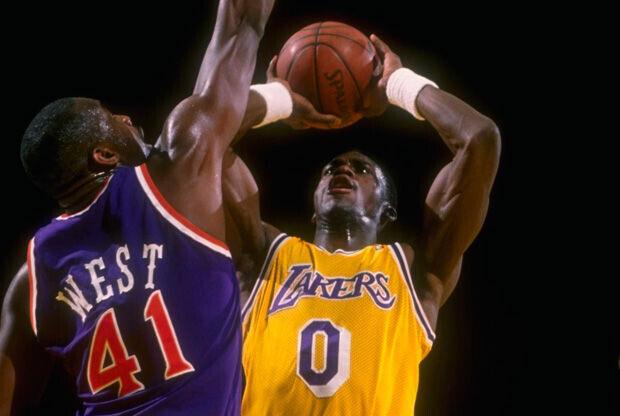 Orlando Woolridge con la camiseta de los Lakers./ Getty
