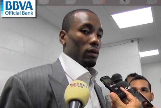 Serge Ibaka, jugador de los Thunder, atiende a la prensa./ Getty