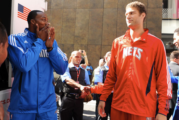 Dwight Howard y Brook Lopez./ Getty Images