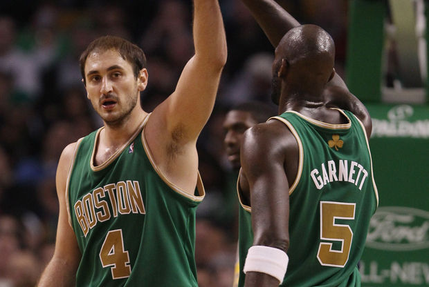 Nenad Krstic y Kevin Garnett./ Getty Images