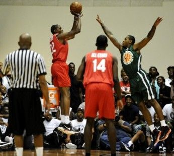 Goodman League All-Stars vs The Melo League./ Getty Images