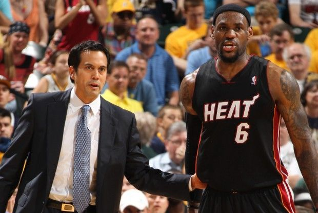 Erik Spoelstra, LeBron James./ Getty Images