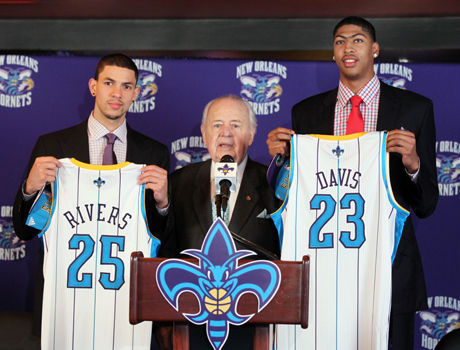 Anthony Davis y Austin Rivers./ Getty Images