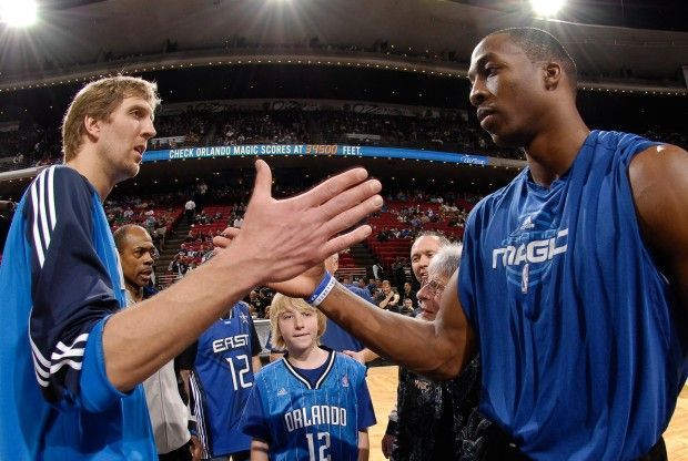 Dirk Nowitzki y Dwight Howard./ Getty Images