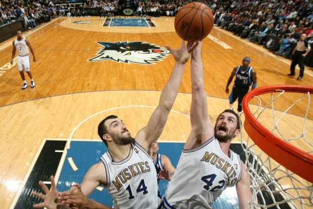 Nikola Pekovic, kevin Love./ Getty Images