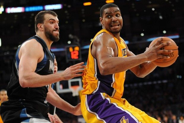 Andrew Bynum, Nikola Pekovic./ Getty Images