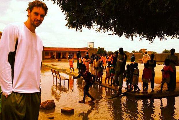 Pau Gasol, de visita en Chad con Unicef