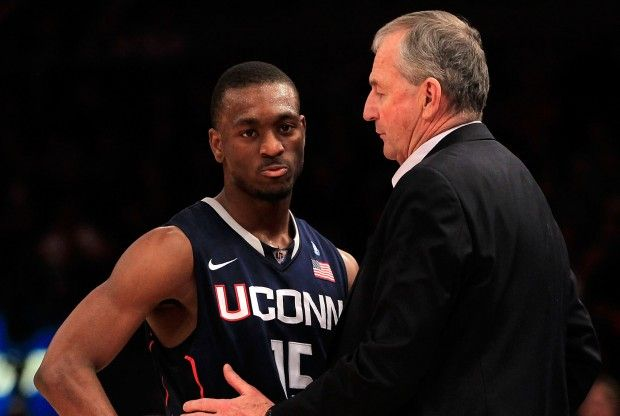 Kemba Walker y Jim Calhoun./ Getty Images