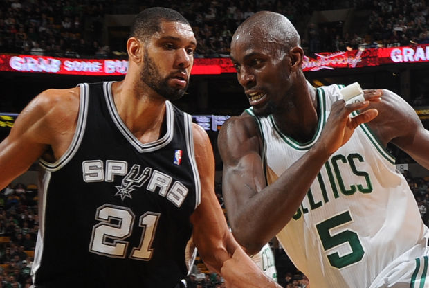Kevin Garnett y Tim Duncan./ Getty Images