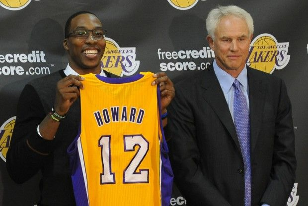 Mitch Kupchak y Dwight Howard./ Getty Images