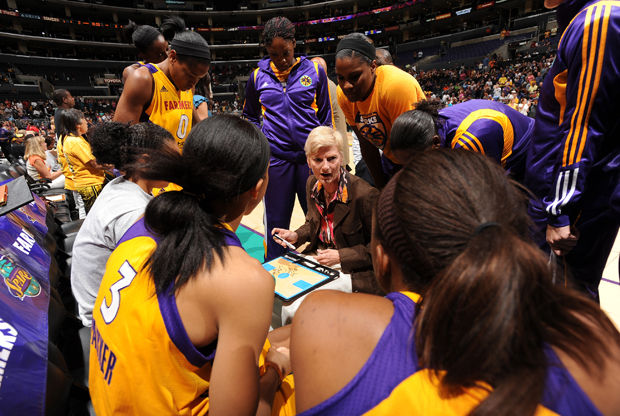 Connecticut Sun vs Los Angeles Sparks./ Getty Images