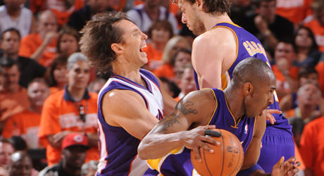 Steve Nash, Kobe Bryant, Pau Gasol./ Getty Images
