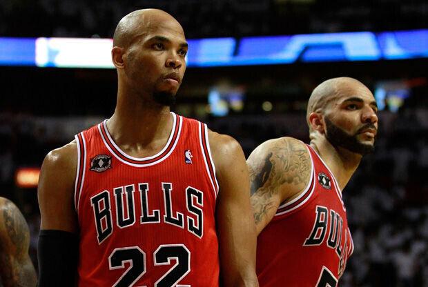 Taj Gibson y Carlos Boozer./ Getty Images